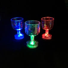 Мерцающая рюмка на ножке Light-up Liquid Activated Glass title=